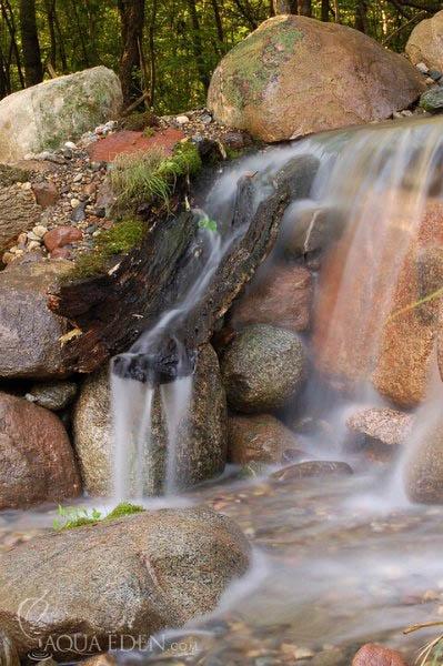 backyard-waterfall-drift-wood-lakeville-mn